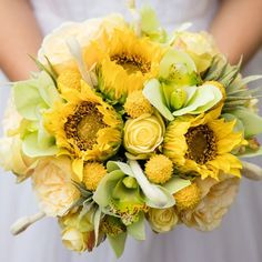 Create this sunny and bright bouquet with Afloral.com silk flowers and this fun tutorial by Pumpkin & Pye. Gather together your silk flowers and supplies.