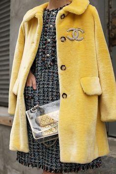 Solo mio, abrigo amarillo de terciopelo Vintage, C. Fashion Mode, High Fashion, Winter Fashion, Womens Fashion, Fashion Trends, Petite Fashion, Fashion 2018, Fashion Bloggers, Curvy Fashion