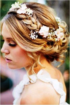 Image from http://divahairstyles.net/wp-content/uploads/2015/04/best-wedding-hairstyles-for-medium-length-hair.jpg.