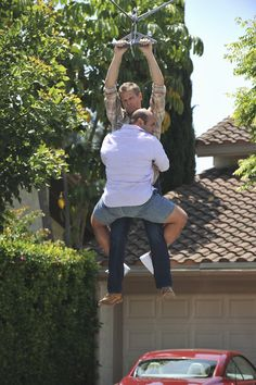 Andy & Bobby's bromance.  Cougar Town 3x02 'A Mind With A Heart Of Its Own'