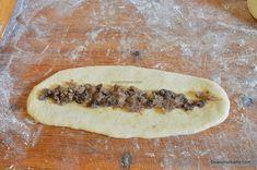 Mucenici umpluți cu nucă - rețeta de sfințișori pufoși și însiropați | Savori Urbane Hot Dog Buns, Hot Dogs, Frosting Techniques, Bread, Desserts, Food, Banana, Essen, Tailgate Desserts