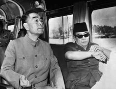 Soekarno njoying the panorama of Nile River with Zhou En Lai, July Henry Kissinger, Enemy Of The State, Rare Images, Rare Pictures, Stock Pictures, Great Leaders, Founding Fathers, Self Confidence, World History