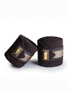 Now you can get matching bandages to one of our most popular saddle pads, Golden Brown!Luxurious details in gold and shiny champagne who matches perfectly with the 'Golden Brown' or 'Champagne' saddle pad.Gorgeous quality fleece bandages that is sold in a package of four.With these bandages you can't go wrong!