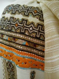 Romanian blouse - ie - detail. Folk Embroidery, Moldova, Traditional Outfits, Textiles, Costumes, Popular, Blanket, Boho, Detail