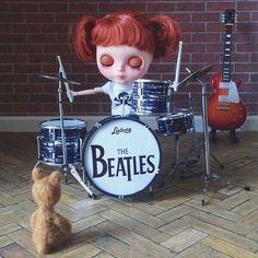 #música #oso #batería #rock #guitarra #muñeca #Blythe #drums #guitar #thebeatles #Doll #teddy #Ted #bear