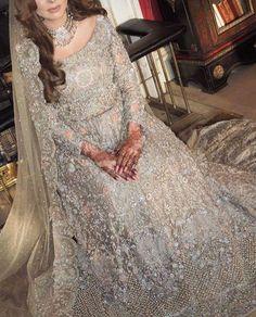 Beautiful isn't it. ...... Pakistani Wedding Outfits, Indian Bridal Outfits, Pakistani Dresses, Pakistani Couture, Pakistani Dress Design, Event Dresses, Bride Dresses, Pakistan Bride, Latest Bridal Dresses