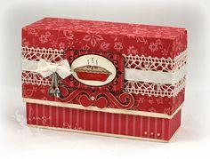 Recipe Box - Tutorial for making this pretty box… Diy Paper, Paper Crafts, Diy Crafts, Recipe Cards, Recipe Box, Recipe Holder, Recipe Scrapbook, Ideas Hogar, Pretty Box