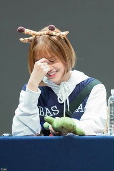 Mimi Oh My Girl Jiho, Giraffe, Rain Jacket, Windbreaker, Idol, Felt Giraffe, Giraffes, Anorak Jacket, Raincoat