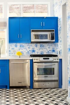 Simple home decorating ideas kitchen layout and decor ideas small kitchen designs kitchen cabinets design Blue Kitchen Cabinets, Kitchen Remodel, Kitchen Design, Kitchen Cabinet Design, Kitchen Wallpaper, Small Kitchen Cabinet Design, Kitchen Trends, Kitchen Layout, Minimalist Kitchen