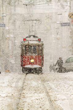 tramvay by Mustafa Celebi