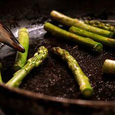 Kávékrémes-diós süti   Nosalty Penne, Asparagus, Vegetables, Dios, Turmeric, Studs, Vegetable Recipes, Pens, Veggies