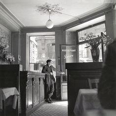 Louis Stettner (b. 1922) - Café Pierre, ca. 1950