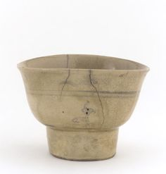 Ofuke ware tea bowl in style of Vietnamese ware, 17th century, Edo period. Nagoya, Japan © 2012 Smithsonian Institution
