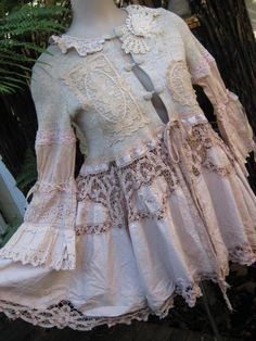 Swoon worthy tea coat made from vintage linens and lace Looks Vintage, Vintage Lace, Upcycled Vintage, Vintage Jewelry, Beautiful Outfits, Cool Outfits, Beautiful Things, Romantic Outfit, Romantic Clothing