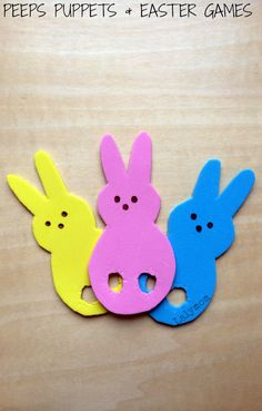 Click through for a Free printable and tutorial for Peeps Puppets and fun Easter Games to play with them! Easter fine motor fun! From Fine Motor Fridays on Lalymom. #SmartMarch #DIY #KBN