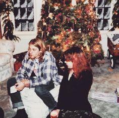 Kurt and his girlfriend at the time Tracy Marander at Christmas in 1989 [X] Kurt Cobain Photos, Nirvana Kurt Cobain, Tim Burton, Donald Cobain, Mtv Unplugged, Smells Like Teen Spirit, History Photos, Rock Legends, Foo Fighters