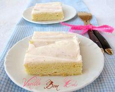 une gamine dans la cuisine: Vanilla Bean Cake Bars