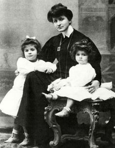 Alma Mahler and her daugthers, 1906.