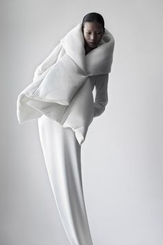 Serpens Collection by Qiu Hao. (via Serpens Collection by Qiu Hao - Minimalissimo)  More Fashion here.