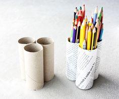 DIY Pencil Holder from toilet paper rolls Diy Home Crafts, Fun Crafts, Amazing Crafts, Diy Pencil Case, Toilet Paper Roll Crafts, Easy Diy Projects, Diy Tutorial, Creative, Pencil Holders