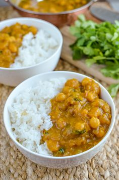 Slimming Slimming Eats Butternut Squash Chickpea Curry - dairy free, gluten free, vegan, Slimming World and Weight Watchers friendly Vegan Slimming World, Slimming Eats, Slimming World Recipes, Diet Recipes, Vegetarian Recipes, Cooking Recipes, Healthy Recipes, Batch Cooking Freezer, Veggie Recipes