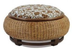Wicker - could be made from tire Tire Furniture, Recycled Furniture, Furniture Design, Tire Ottoman, Tire Craft, Tyres Recycle, Recycled Tires, Reuse Recycle, Tire Chairs