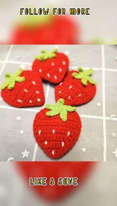 Crochet Bee, Crochet Fruit, Crochet Crafts, Crochet Flowers, Crochet Projects, Free Crochet, Crochet Hair Clips, Crochet Hairband, Crochet Mushroom