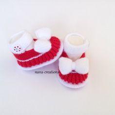 Chaussons bébé 0/3 mois tricotés main en laine layette,style babies blanc et rouge@nana-creations.