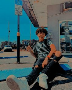 Cute Lightskinned Boys, Cute Black Guys, Cute Teenage Boys, Hot Boys, Pretty Boys, Cute Guys, Boys With Curly Hair, Curly Hair Men, Curly Hair Styles