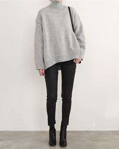 Relaxed Chic - grey sweater, black jeans & ankle boots