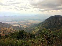 Y acaban las Montañas Usambare por el oeste. A los pies empieza el territorio Masai... #viajandoafricaeste