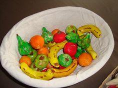 Figuurtjes van zoutdeeg bakken met de kinderen: groenten en fruit