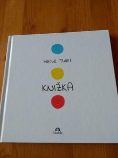 Knižka od Hervé Tulleta má len 3 farby. Ani textu nemá veľa. Napriek tomu je u nás už 2 roky pravidelne vyťahovaná z knižnice. Čím to je, že ju deti milujú?