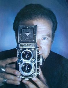 Robin Williams with Rolleiflex camera, around the time the movies One Hour Photo and Insomnia were released. From Entertainment Weekly magazine, Aug 16 2002.