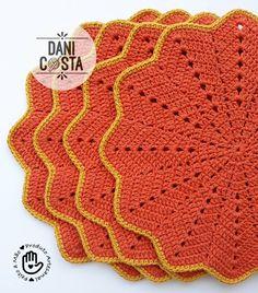 ✔Sousplat Crochet Lamp, Knit Or Crochet, Crochet Crafts, Crochet Projects, Crochet Placemats, Crochet Doilies, Cross Stitch Patterns, Crochet Patterns, Crochet Squares