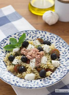 Ensalada macarrones integrales con mozzarella y atún ideal para los martes