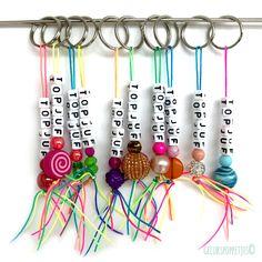 Naam of TOPJUF sleutelhanger van handgemaakte gelukspoppetjes Art For Kids, Crafts For Kids, Arts And Crafts, Bead Crafts, Jewelry Crafts, Beaded Jewelry, Beaded Bracelets, Diy Keychain, Animal Birthday