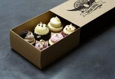 Being a food item it is also very important that you pay close attention to the safety of cupcakes. Placing your cupcakes inside Custom Cupcake Boxes is the best way to preserve their freshness. Cupcake Packaging, Bakery Packaging, Cupcakes Packaging Ideas, Packaging Boxes, Custom Packaging, Cute Bakery, Bakery Box, Cupcake Shops, Cupcake Boxes