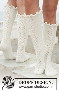 "Royal ballet / DROPS - free knitting patterns by DROPS design - Long DROPS socks in ""Alpaca"" with lace pattern. Free patterns by DROPS Design. Lace Socks, My Socks, Knit Mittens, Crochet Slippers, Knit Or Crochet, Knitting Socks, Hand Knitting, Boot Socks, Tunisian Crochet"