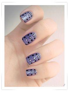 Nail Art--Pretty polka dots