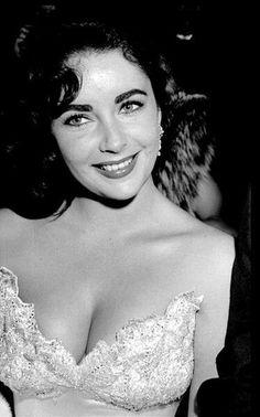 """classic-hollywood-glam: """" Elizabeth Taylor """""""