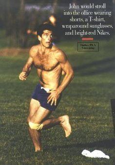 john f. kennedy, shorts, and jfk jr image Jackie Kennedy, Les Kennedy, Carolyn Bessette Kennedy, Mode Masculine, John Junior, Jfk Jr, John Fitzgerald, Hairy Men, Sensual