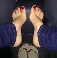 Pretty Toe Nails, Pretty Toes, Feet Soles, Women's Feet, Nice Toes, Feet Nails, Toenails, Flipflops, Painted Toes