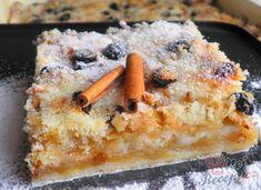 Pokud stále hledáte inspirace na jablečné koláčky, přináším vám další. Tyto řezy jsem už dělala i s hruškami a řeknu vám byla to neskutečná dobrota. Přidala jsem i rozinky a nasekané oříšky. V kombinaci s jablky to je číslo jedna. A ještě nemohu zapomenout ani na trošku rumu a skořicový cukr. To je přímo neodmyslitelná součást jablkových dezertů. Autor: Danka Eat Me Drink Me, Food And Drink, Banana Bread, French Toast, Waffles, Cheesecake, Deserts, Drinks, Breakfast