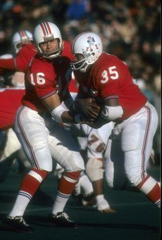 Rb Jim Nance of the New England Patriots takes the handoff from Qb  Jim Plunkett