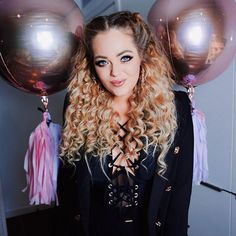 Best birthday weekend ever! 🎂🎈Thank-you so much for my balayage blonde hair! I love the colour so much, in perfect time for my birthday! I'm also wearing clip in extensions in this photo, styled by My birthday outfit is all 💗💫 Blonde Balayage, Blonde Hair, Clip In Extensions, Birthday Weekend, Colour, Photo And Video, Outfit, Hair Styles, Beauty