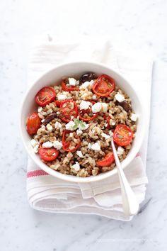 Insalata di lenticchie e riso integrale con pomodori arrostiti Work Meals, Feel Good Food, Grain Foods, Food Tasting, Cereal Recipes, Vegetable Side Dishes, Light Recipes, Tasty Dishes, Soul Food
