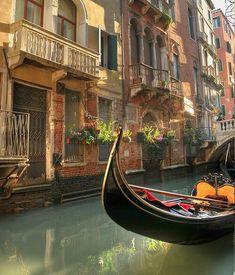 Gondola, Venecia, Italia. es hermoso y romantico.