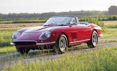 """Altra Ferrari d'epoca oltre il muro dei 20 milioni, il ricavato devoluto in beneficenza - Una Ferrari 275 GTB/4 S Nart Spider del 67, modello voluto dall'allora importatore del Cavallino negli Stati Uniti Luigi Chinetti e prodotto in soli 10 esemplari con uno specifico badge """"Nart"""", ha battuto ogni record di prezzo tra le Ferrari mai vendute in un'asta e - in generale - tra le auto vendute in battute negli Stati Uniti."""