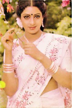 Old Bollywood Movies, Bollywood Actress Hot Photos, Vintage Bollywood, Beautiful Bollywood Actress, Beautiful Indian Actress, Hot Images Of Actress, Actress Photos, Indian Film Actress, Indian Actresses
